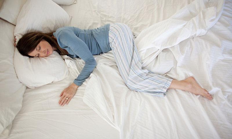 La postura en la que duermes puede acelerar la aparición de arrugas en la piel
