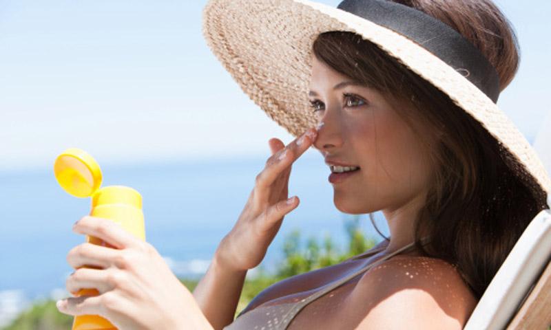 ¿Cómo tomar el sol para tener buenos niveles de vitamina D sin sufrir daños en la piel?