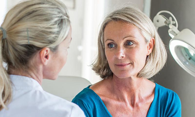 ¿Qué impide que las mujeres con menopausia tengan mejor calidad de vida?