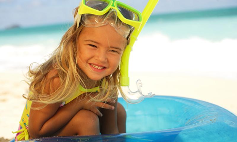 Claves para proteger los ojos de los niños debajo del agua