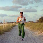 Hombre joven haciendo 'jogging'