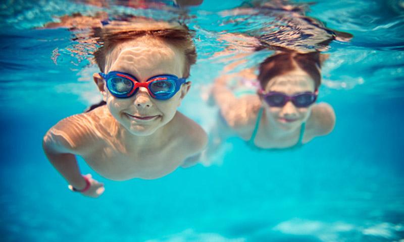 Consejos para evitar los riesgos para la salud propios de las piscinas