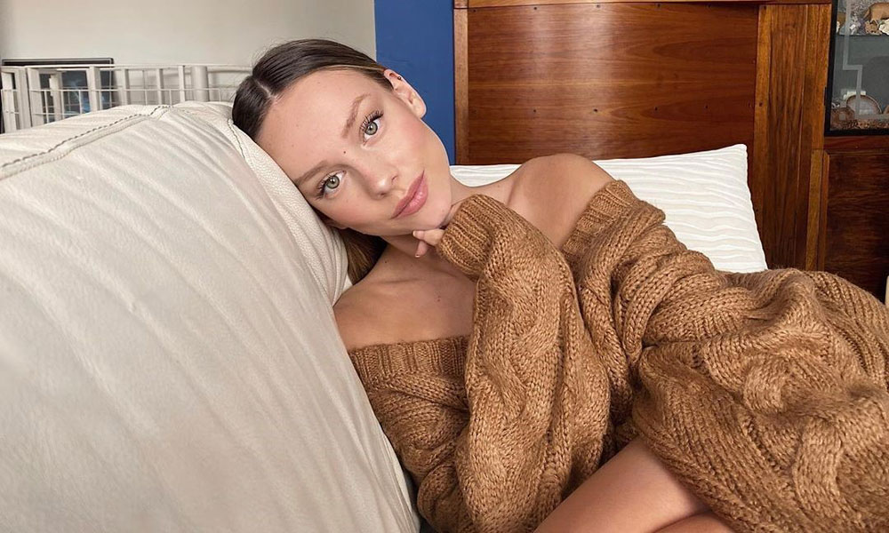 Copia el look 'beauty' más natural de Ester Expósito con estos productos de maquillaje