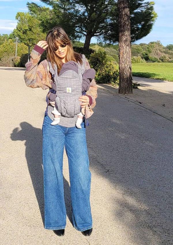 Isabel Jiménez con vaqueros anchos