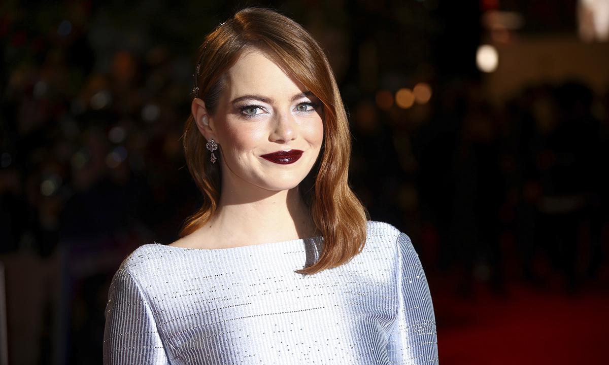 Consigue una melena tan brillante como la de Emma Stone con su aceite de argán favorito