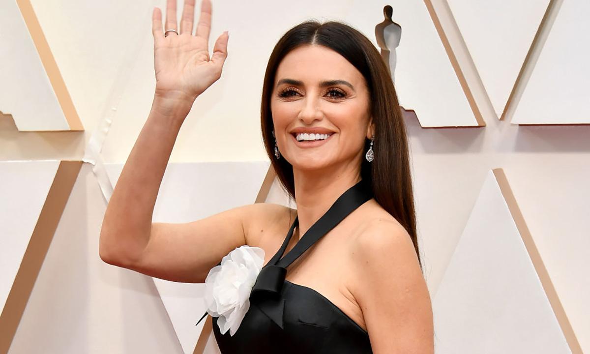 La mascarilla efecto 'glow' de Penélope Cruz y otros cosméticos asequibles de los Oscar