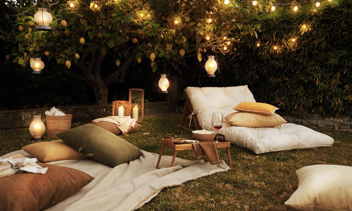 Proyectores, luces, hamacas...Compra todo lo que necesitas para montar tu cine de verano en casa