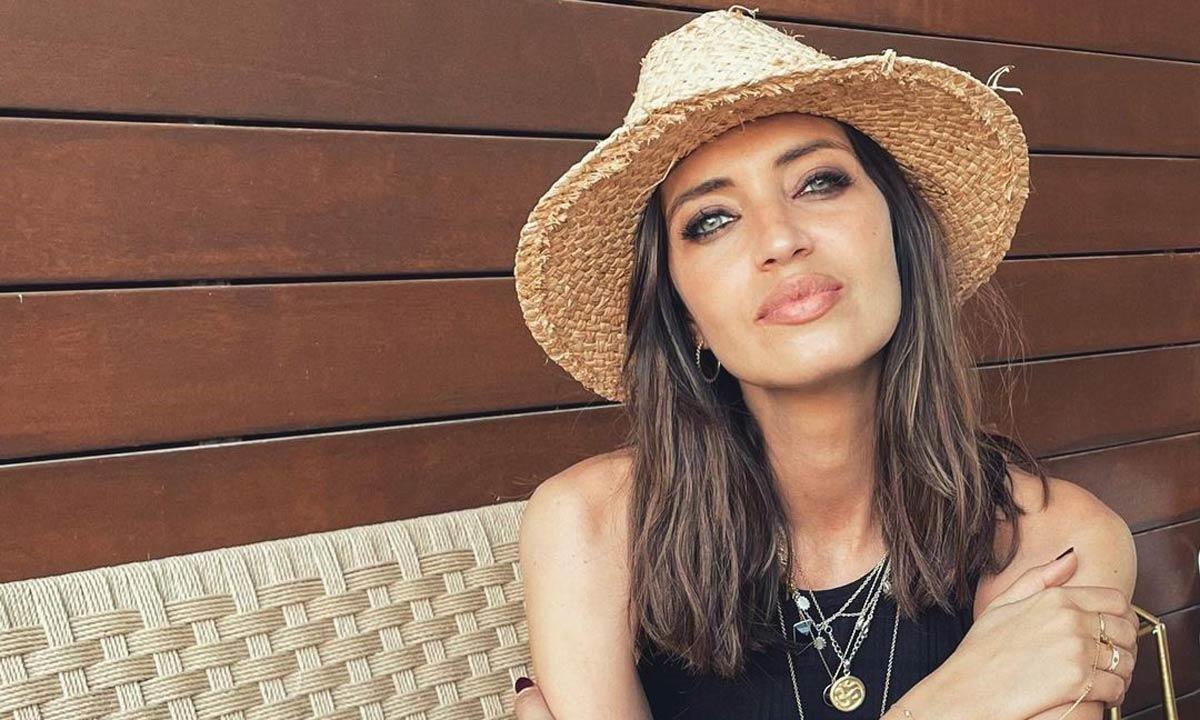 Del camisero al look de invitada: copia los vestidos de verano de Sara Carbonero con estos modelos de rebajas