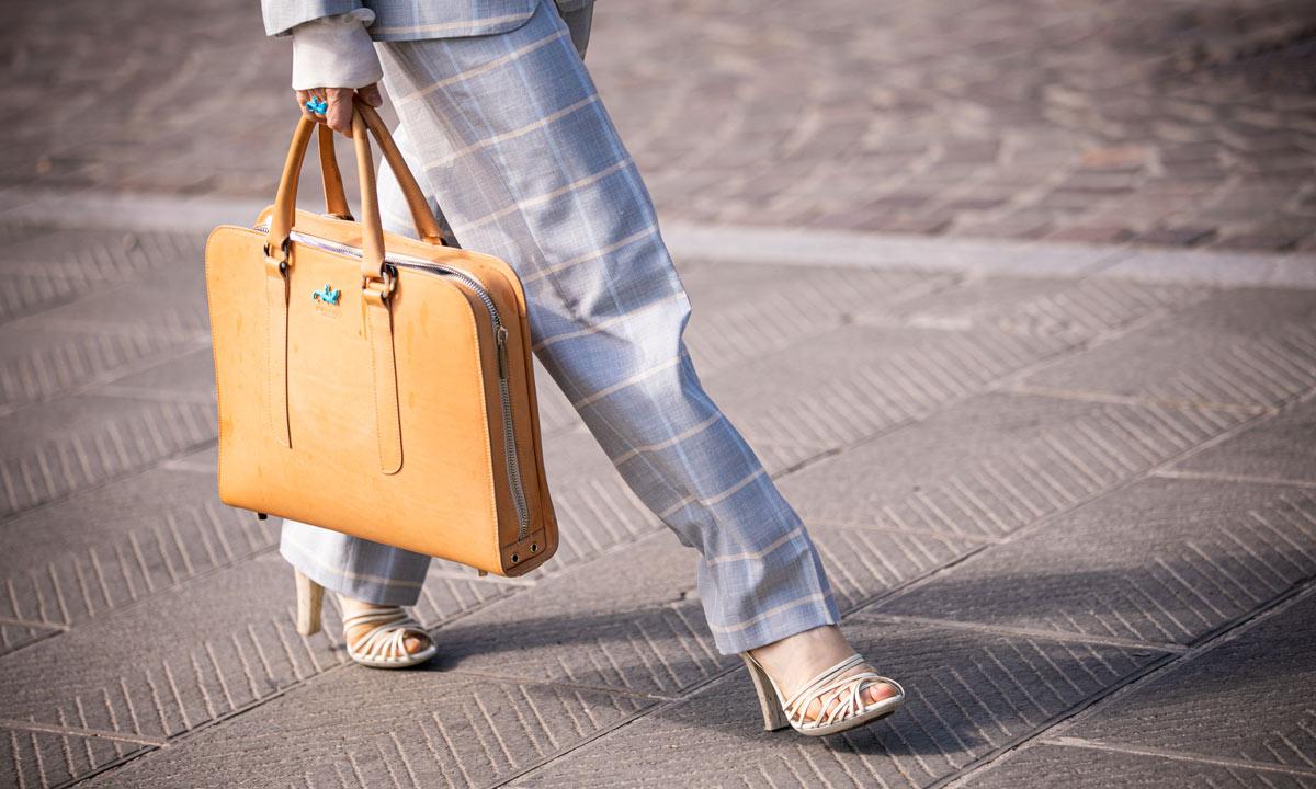 Seleccionamos las fundas y bolsos de portátil más buscados para ir a la oficina