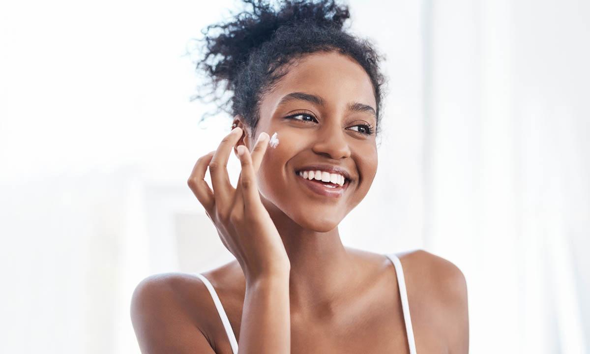 Encuentra aquí la crema con ácido hialurónico que necesitas para una piel hidratada y rejuvenecida