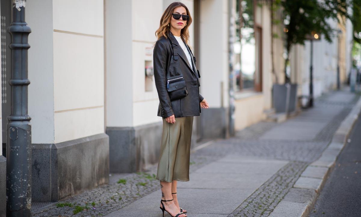 Seleccionamos las faldas 'midi' y satinadas más elegantes para llevar con básicos