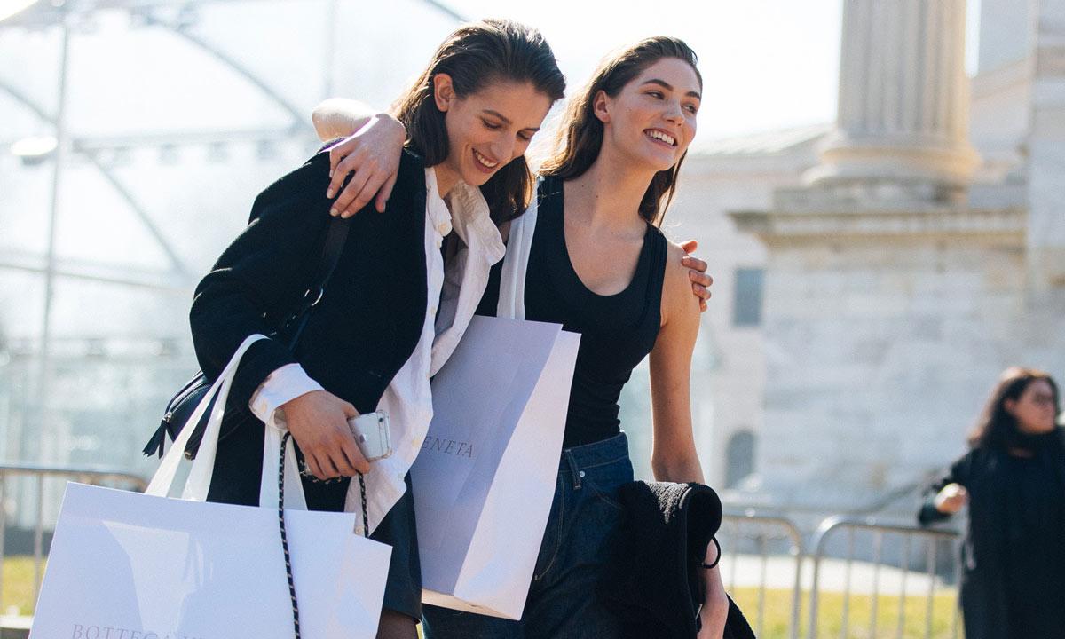 Del cepillo anti rotura al masajeador facial: consigue por menos de 40 euros los productos más vendidos en ¡HOLA!