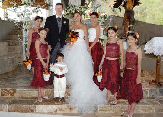 Decoración hindú, mariposas, malabaristas y fuegos artificiales en la boda de Marian Torres Bravo y Richard Chitwood en Ecuador