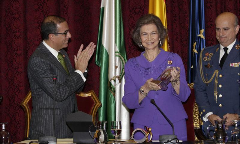 La Universidad de Sevilla premia a la Reina Sofía por su defensa de los Derechos Humanos