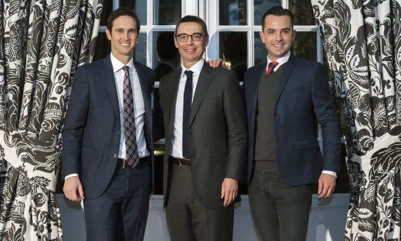 Manuel Espejo celebra, rodeado de amigos, ser el embajador de la firma Jacob Delafon en España