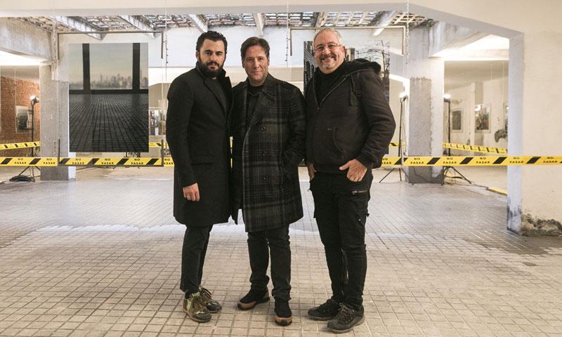 Emiliano Suárez debuta como fotógrafo, rodeado de amigos