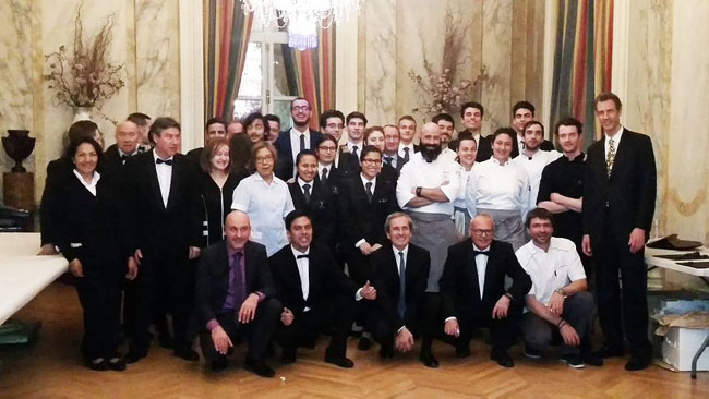 La embajada de francia en espa a rinde homenaje a la for Cenas francesas