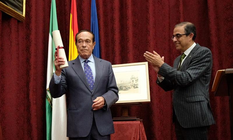 El torero Curro Romero recibe el Premio de Cultura de la Universidad de Sevilla