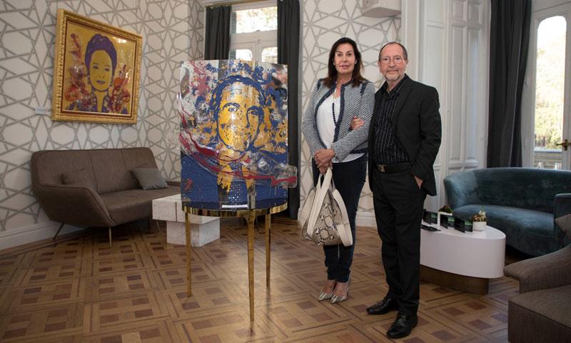 Carmen Martínez-Bordiú ejerce de madrina de honor de la exposición del artista Urbano Galindo