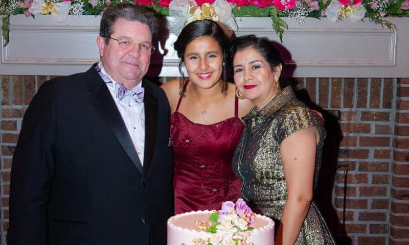 Sarah Sofía Celaya celebra su puesta de largo, rodeada de familiares y amigos