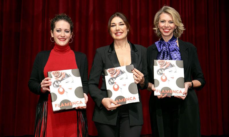 Raquel Revuelta presenta su primer libro, 'Flamenca, un recorrido por la moda del Sur'