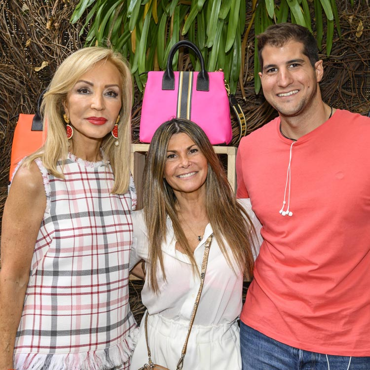 Eva Isanta, Carmen Lomana y Julián Contreras disfrutan de una 'fashion party' en Madrid