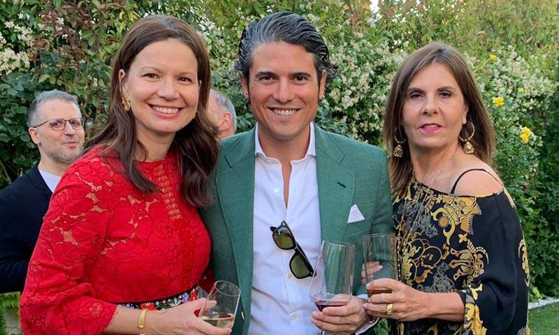 Julián Porras-Figueroa, Beatriz de Orleans y Fernando Martínez de Irujo asisten a un evento veraniego