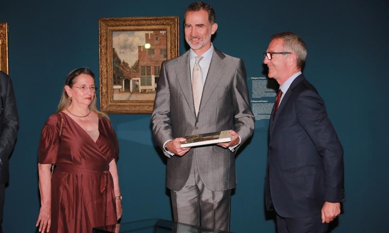 El rey Felipe inaugura la exposición 'Velázquez, Rembrandt, Vermeer. Miradas afines'