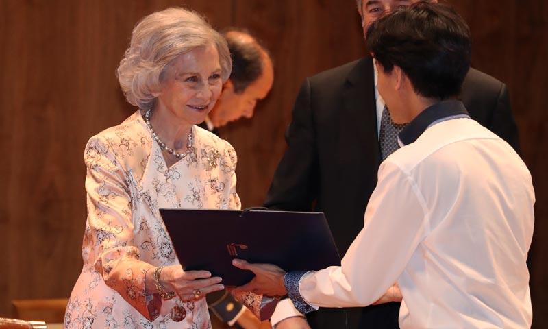 La reina Sofía entrega las becas de 'Juventudes Musicales' de Madrid