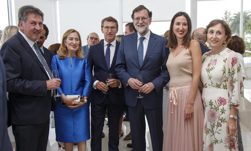 Feijóo, Rajoy y Ana Pastor asisten a la gala contra el cáncer celebrada en la isla de La Toja