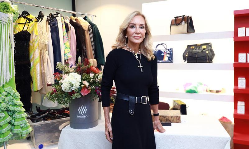 Carmen Lomana inaugura su tradicional mercadillo solidario
