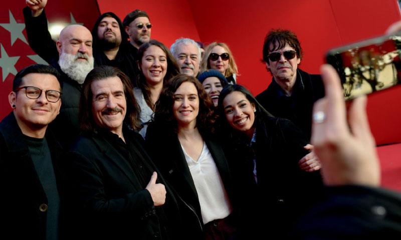 Isabel Díaz Ayuso presenta, junto a Luis Cobos, un videoclip navideño y solidario