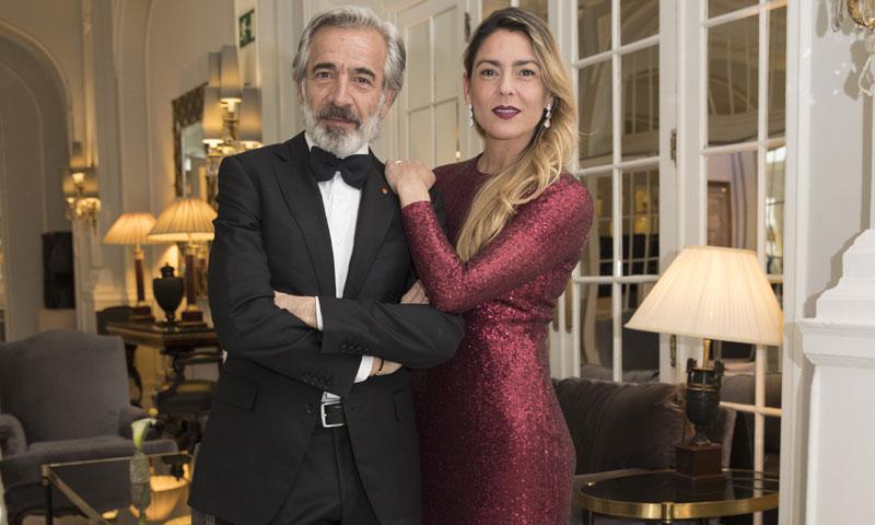Imanol Arias recoge un premio arropado por su esposa, Irene Meritxell