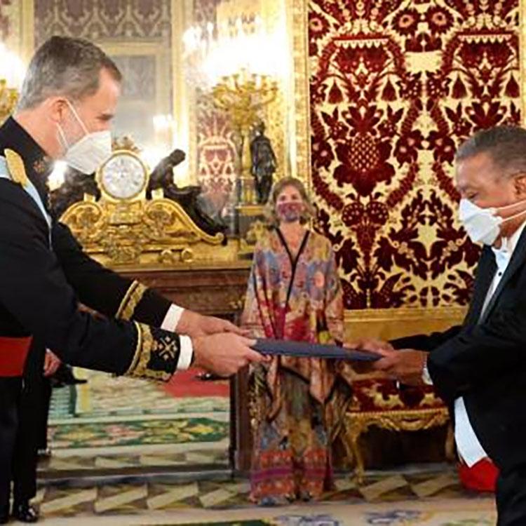 Juan Bolívar, embajador de la República Dominicana, presenta sus cartas credenciales al Rey