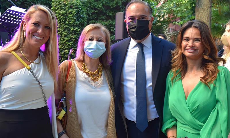 El embajador de Colombia abre las puertas de su residencia en una fiesta llena de color y sabor