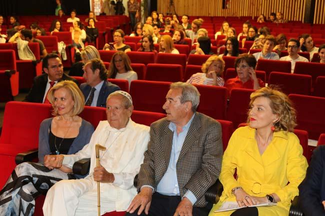 Elio berhanyer homenajeado por la escuela universitaria - Escuela universitaria de diseno ...