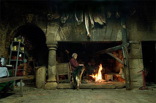 Viaje gastron mico a galicia - Cocinar en la chimenea ...
