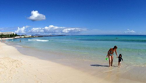 Fuerteventura, exóticas playas, buen clima y una 'maldición'