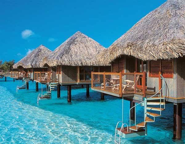 8 hoteles flotantes para descubrir mundo for Hotel con piso de vidrio sobre el mar