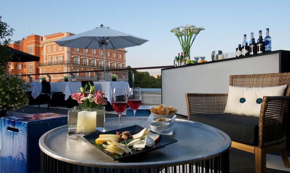 Estas son las terrazas que arrasan este verano for Restaurantes con piscina en comunidad de madrid