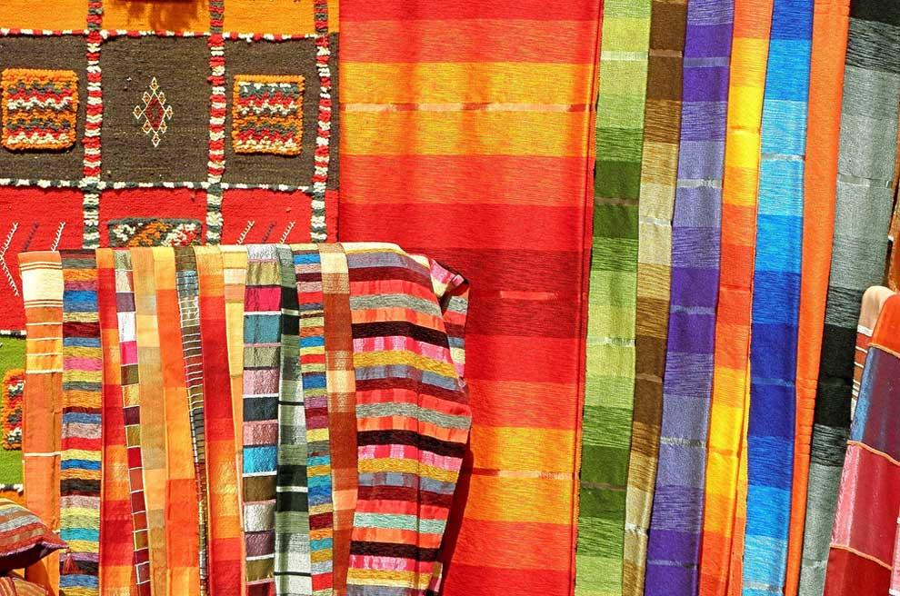 El laberinto de los zocos los mercados con m s color for El paraiso de las alfombras