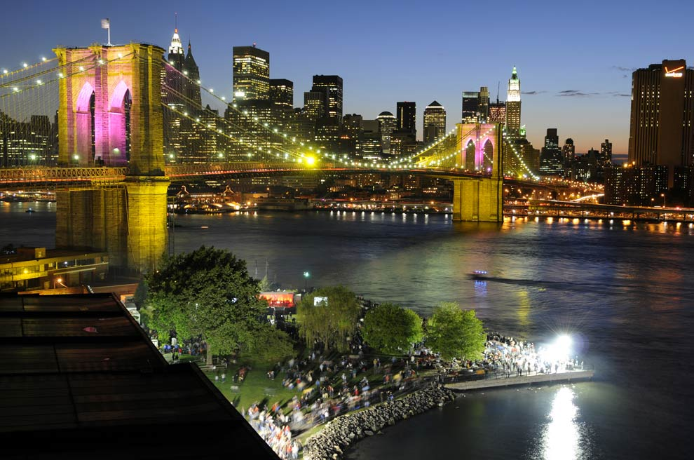 a_brooklyn_bridge_night