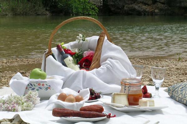 Senderismo y picnic en el campo