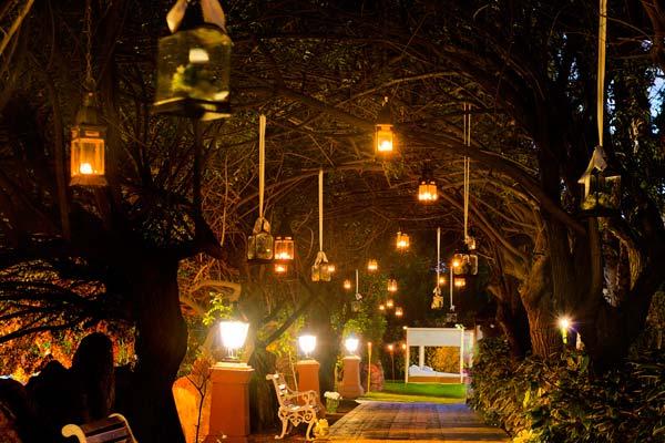 Decoraciones de bodas en jardines de noche for Decoracion fiesta jardin noche