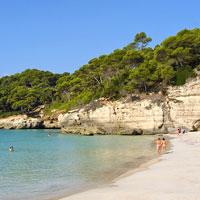 Menorca, de cala en cala por la isla tranquila