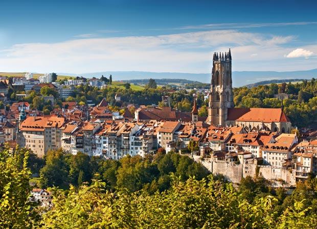 Friburgo la ciudad suiza de los puentes for Piscine fribourg