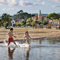 Cinco motivos para refrescarte este verano en la playa