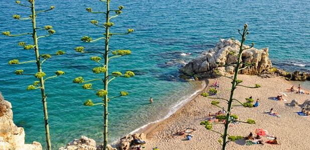 Playas para empezar un largo verano en la costa de Barcelona