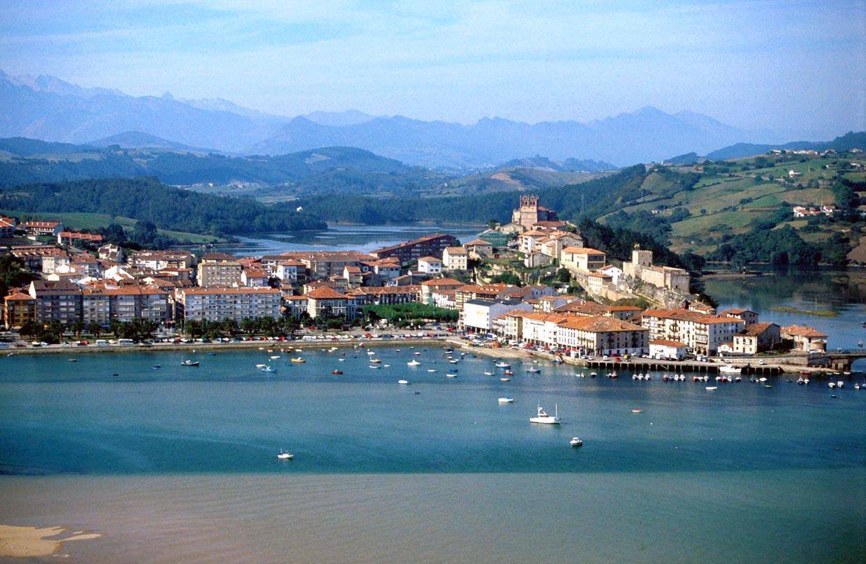 Diez pueblos deliciosos de la costa espa ola for Casas de pueblo en cantabria