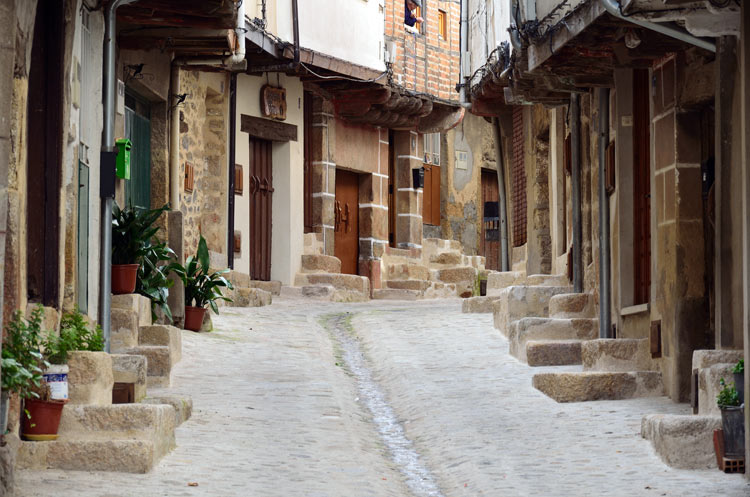 Por la sierra de Gata: tres pueblos, una senda y el mayor castañar de Extremadura